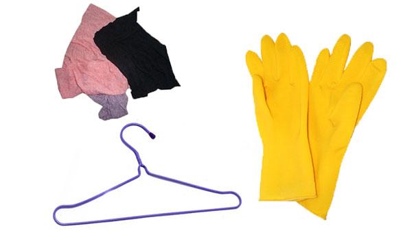 Thông bồn cầu hiệu quả bằng móc áo