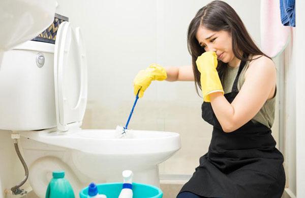 Dọn dẹp nhà vệ sinh thế nào để loại bỏ mùi hôi