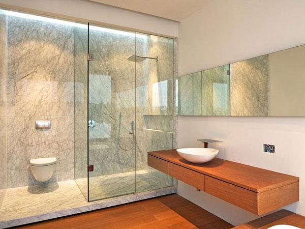 Nên xây nhà vệ sinh riêng biệt với phòng tắm không