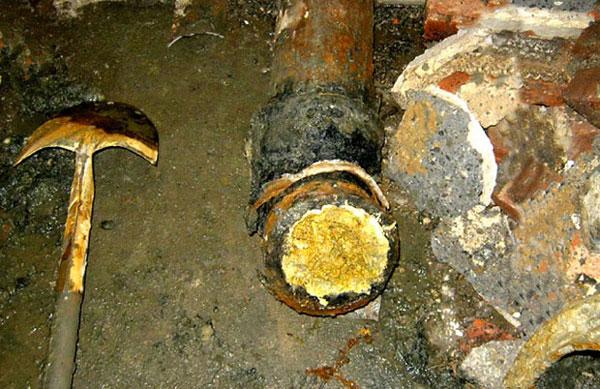 Cách làm tan mỡ trong ống thoát nước